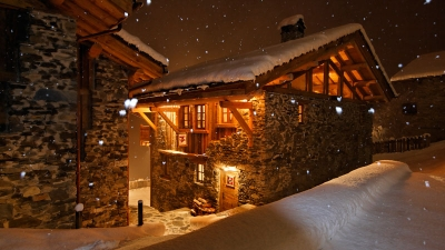 Chalet Merlo at night.